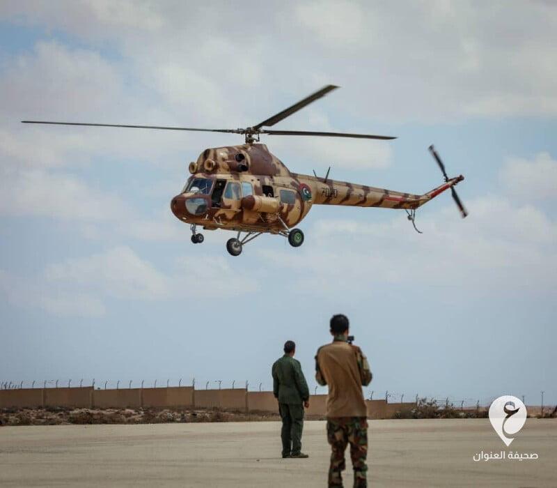 """ليبيا-عرض جوي عرض جوي لطائرة من نوع """"MI2"""""""